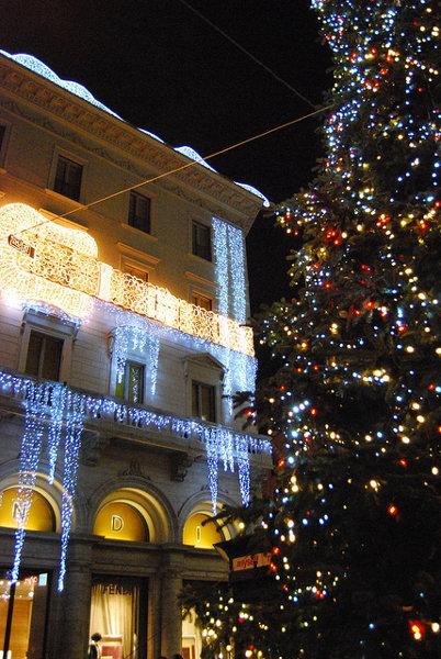 Escaparate-de-Fendi-en-Roma-en-Navidad